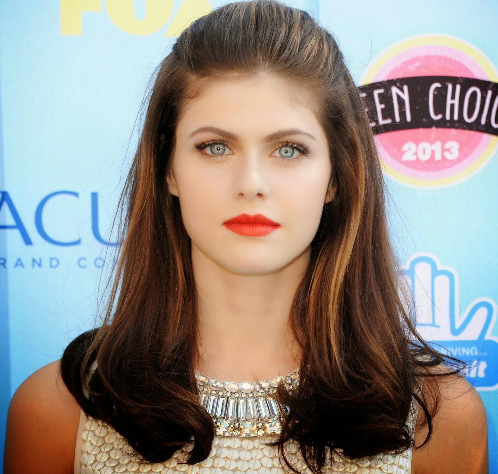 Celebrity HD Wallpapers: Alexandra Daddario HD Wallpapers