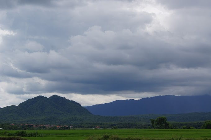 Mungkin Padi dan Gunung-lah yang Memanggil Awan