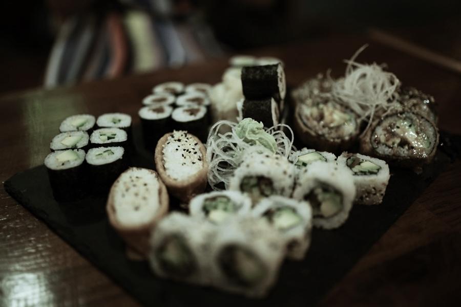 sushi platte essen