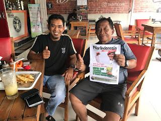 Komisaris PT Super Tani Indonesia, Andi Undru Mario, bersama dengan Ketua Apdesi Kabupaten Soppeng, Jumadi.