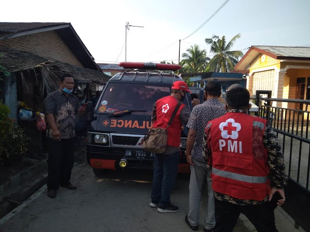 Palang Merah Indonesia (PMI) Dan Persatuan Unit Mobil Ambulan (Puma) Kota Tebing Tinggi Membawa Sultan Hamid (3bln) Penderita Kelainan Jantung  Untuk Berobat Ke Rumah Sakit H. Adam Malik Medan