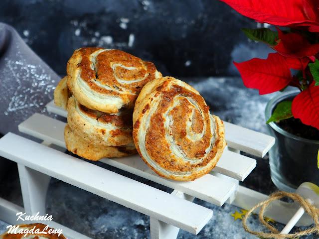 Ciasteczka z masą marcepanową i orzechami