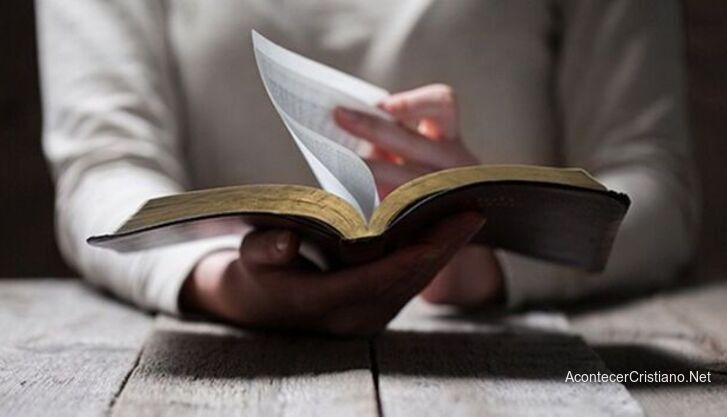 La Biblia, el libro más leído en Brasil.