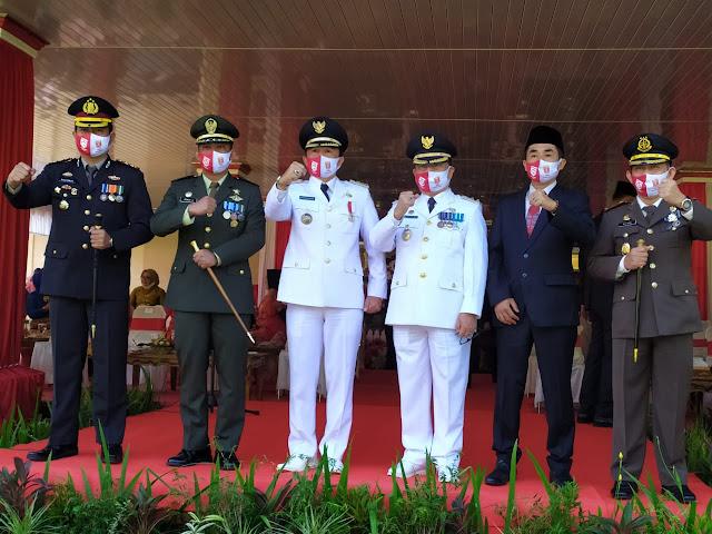 Kapolres Lampung Barat Menghadiri Kegiatan Upacara Penaikan Bendera Merah Putih dan Detik - Detik Proklamasi HUT RI Ke-75 Bersama Forkopimda