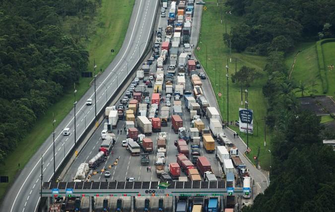 Governo de SP planeja construir rodovia exclusiva para caminhões até o Porto de Santos
