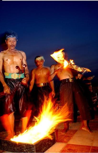 Atraksi Debus Banten