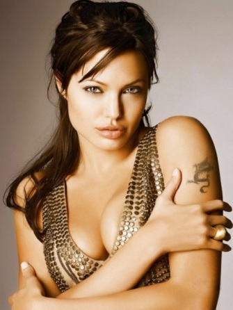 Foto de Angelina Jolie con mirada encantadora