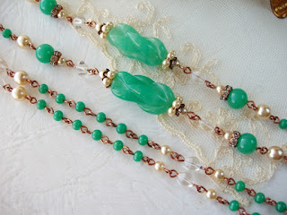 vintage style jewelry, green jewelry, long necklace