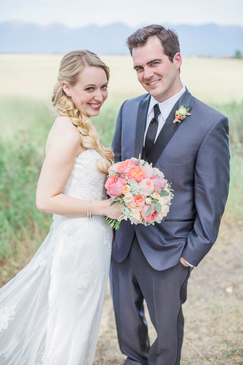 Montana / Bride and Groom / Photography: Mackenzie Keough / Florist: Mums Flowers