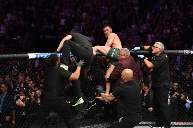 Bukti Video, McGregor Pukul Rekan Khabib yang Memantik Ricuh