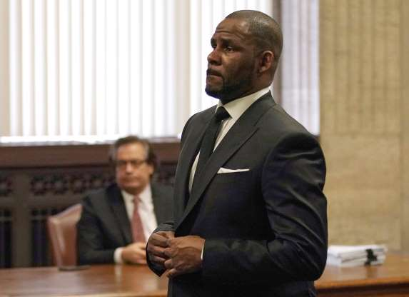 R. Kelly charged with using bribes, apparently to marry 15-year-old Aaliyah in 1994