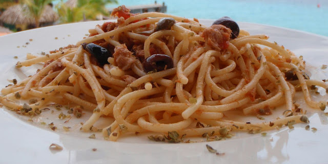 SPAGHETTI WITH TUNA, OLIVES AND CAPERS