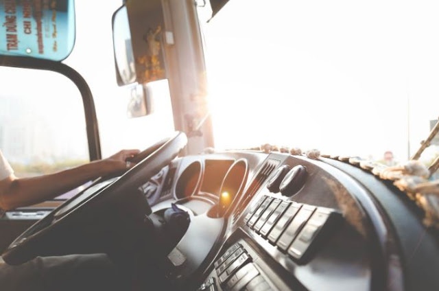 helpful tips keep delivery drivers safe driving safety