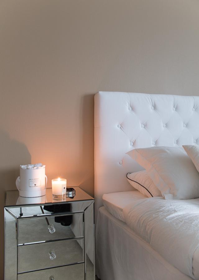 Villa H, Jotex sängynpääty, samettinen helmalakana, peilipintainen yöpöytä