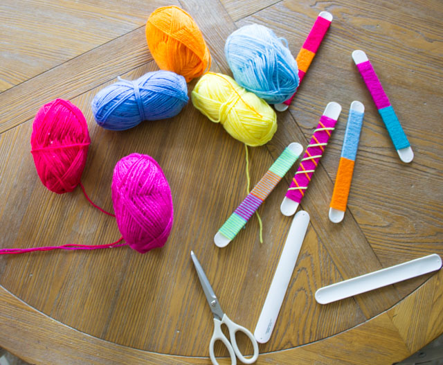 Make the coolest slap bracelets by wrapping them with yarn! #slapbracelets #kidscrafts #80scrafts #yarncrafts
