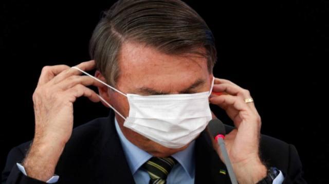 Bolsonaro veta obrigação do uso de máscara em igrejas, comércios e escolas
