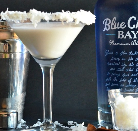 Coconut Cream Martini #drinks #cocktails