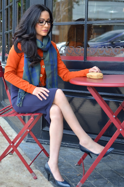 Joanna Joy style blogger fashion blogger petite blogger blue pencil skirt blue heels orange coat