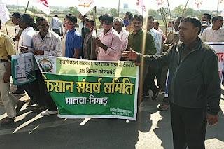 किसान और मजदूर संगठनों ने पीथमपुर में धरना प्रदर्शन कर जुलूस निकाला