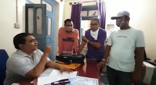 तंबू में अस्पताल, घास-फूस से शर्तिया इलाज, पीड़ित युवक से पैसे ठगने के लिए जड़ी बूटी वाले बाबा ने धमकी दी