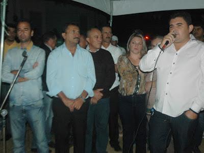 Prefeito Célio Barbosa entrega oficialmente conjunto habitacional em São João do Tigre
