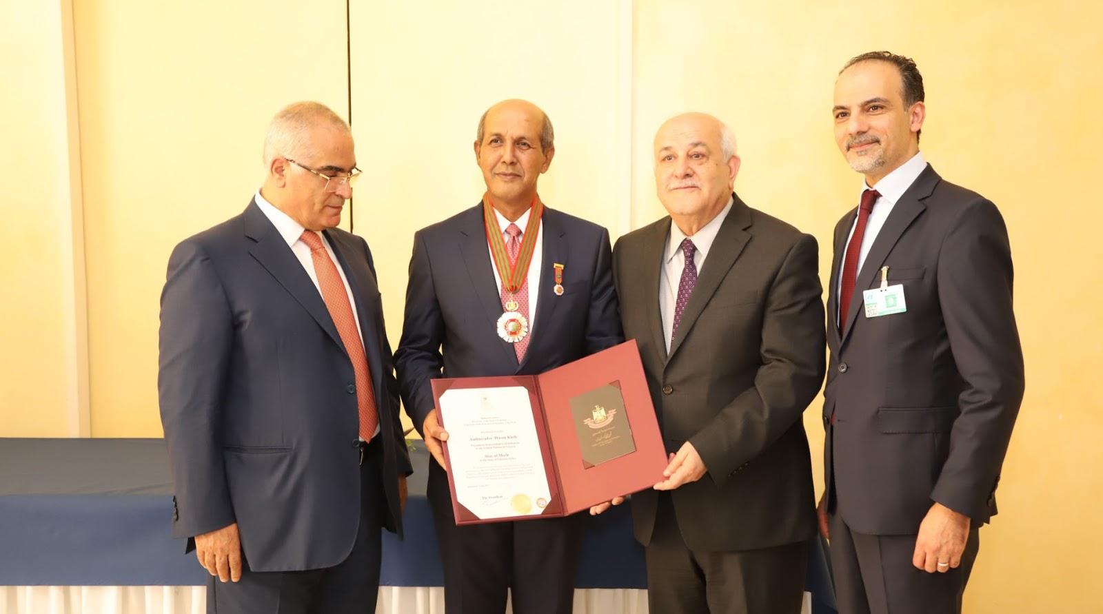 Dubes Hasan Kleib di Anugrahi Tanda Jasa Oleh Presiden Palestina