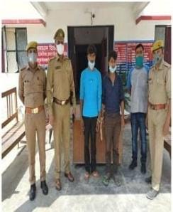 कानपुर नगर के थाना ककवन पुलिस द्वारा युवती की गला दबाकर हत्या के प्रकरण का खुलासा कर 2 अभियुक्तों को गिरफ्तार किया