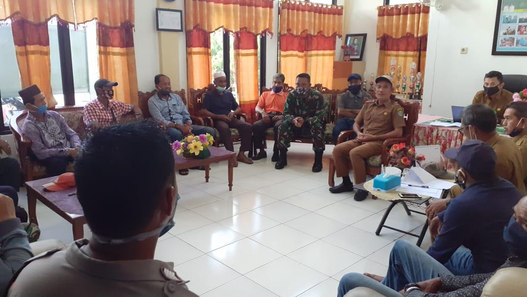 Danramil 1010-05/CLU Hadiri Rapat Pembahasan Penanganan Covid-19 Kecamatan Candi Laras Utara