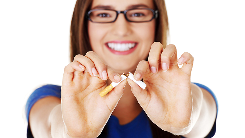 Οι γυναίκες ή οι άνδρες «κόβουν» το τσιγάρο πιο εύκολα; Τι πιστεύετε;