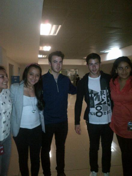 The jonas blog jonas brothers con fans en guatemala - Jonas brothers blogspot ...