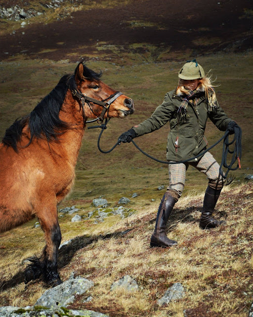 solveig scotland lady tweed luxury fashion tartan cordings edinburgh scottish blogger deer stalking highland pony