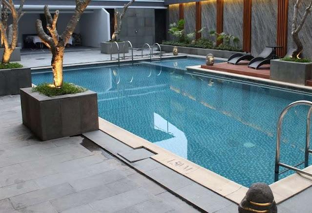 kolam renang di Le Polonia Hotel Medan