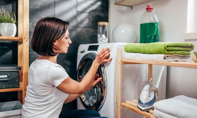 thường xuyên giặt quần áo bẩn để hạn chế thâm kim