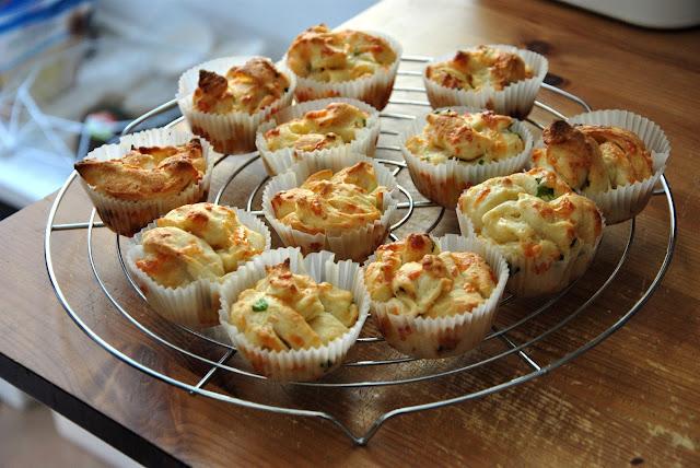 Frisch aus dem Ofen: Pull-Apart Garlic Rolls oder auch Käse-Knoblauch-Muffins