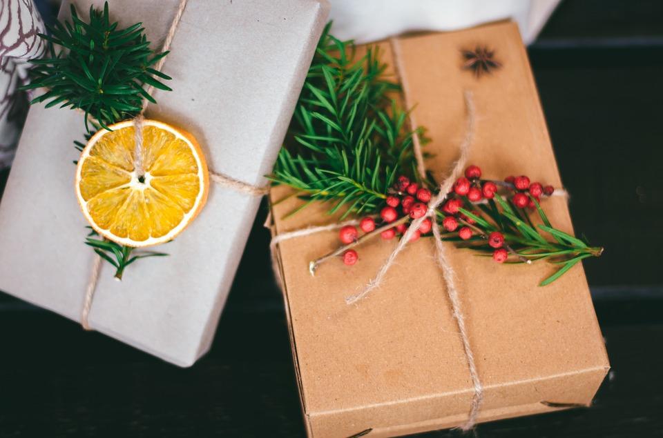 Addobbare l'albero di Natale in modo ecologico