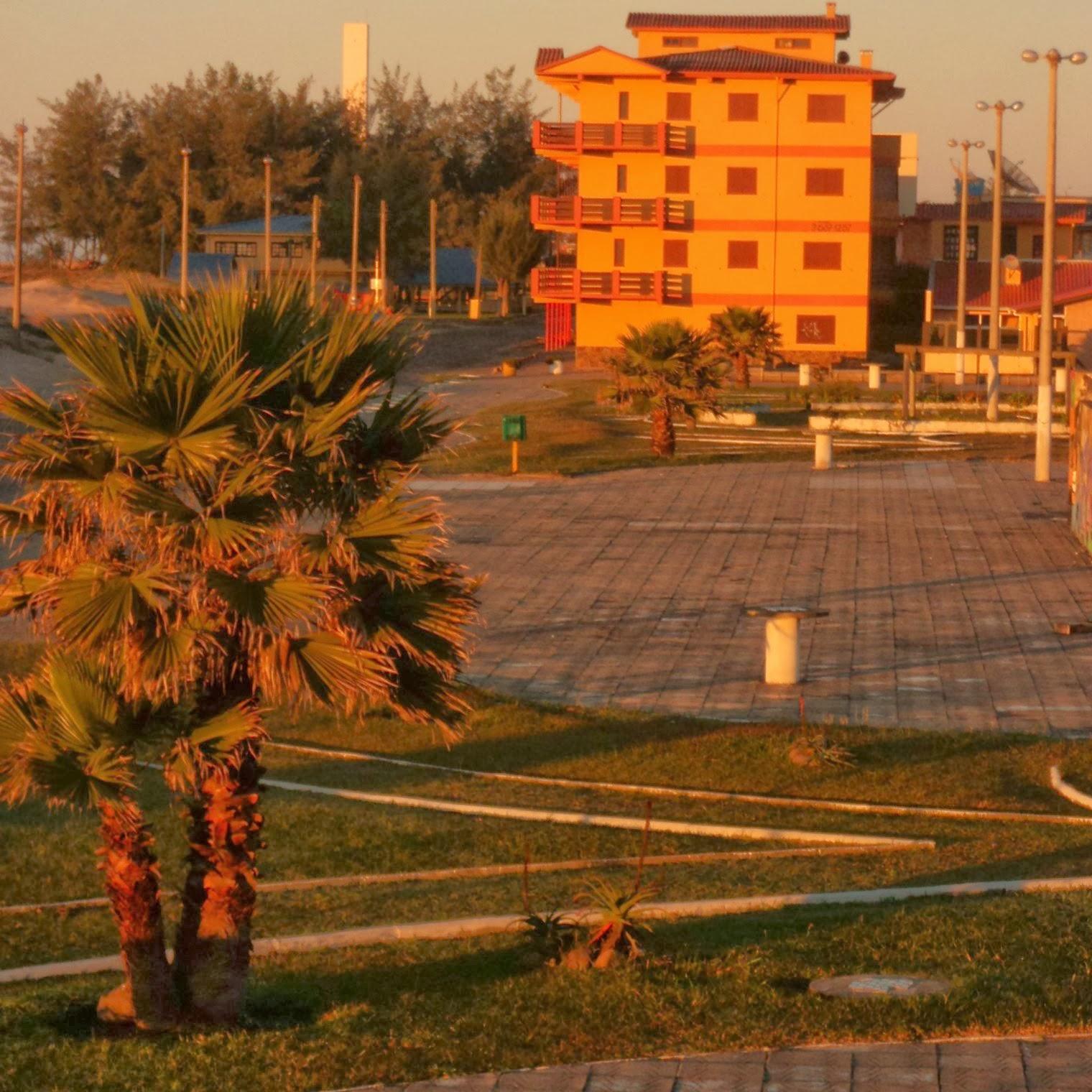 Arroio do Sal: Praça e Farol (ao fundo)