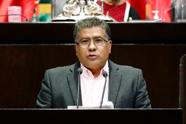 Pide Jorge Casarrubias que autoridades también vacunen contra Covid-19 a estudiantes de medicina