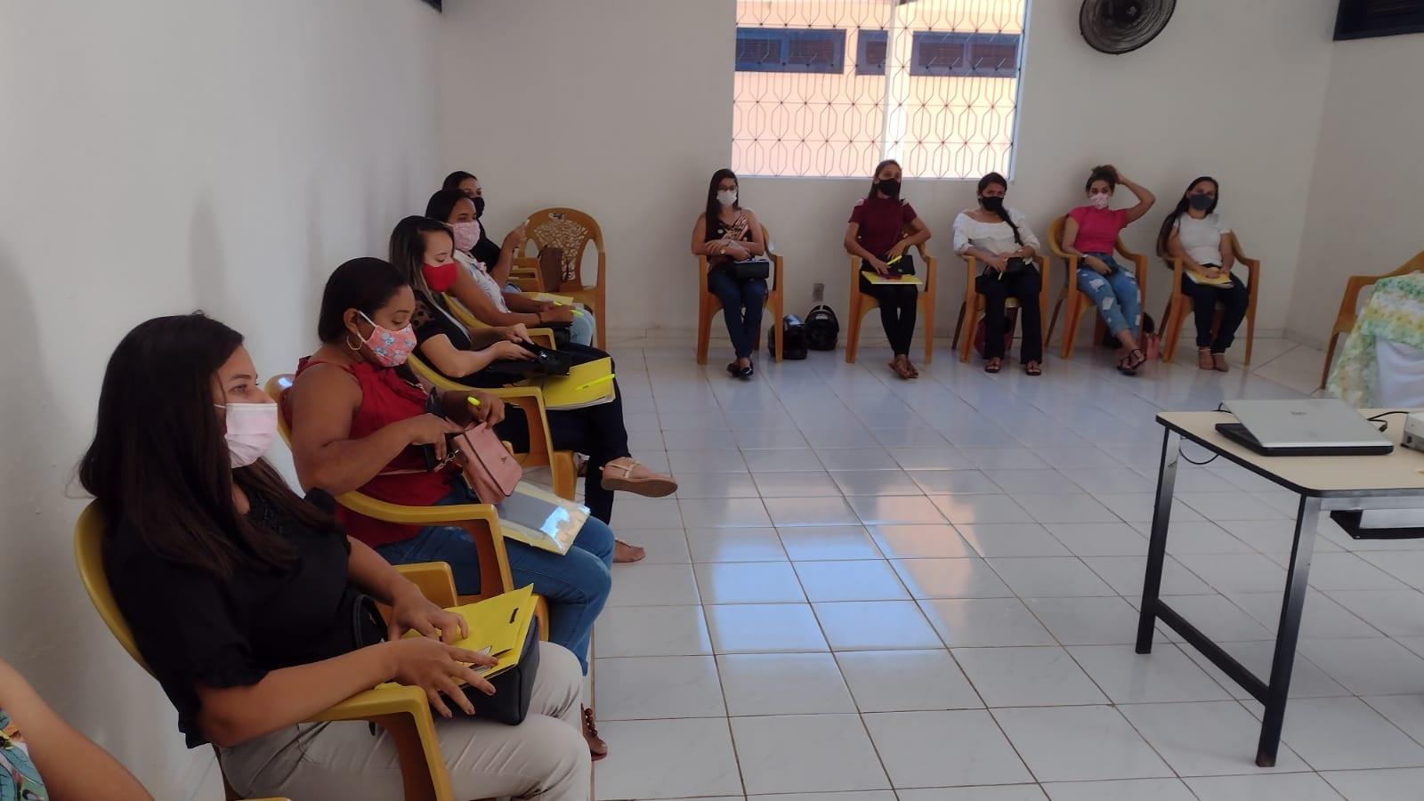 Novos visitadores do Programa Criança Feliz de Aurora recebem capacitação