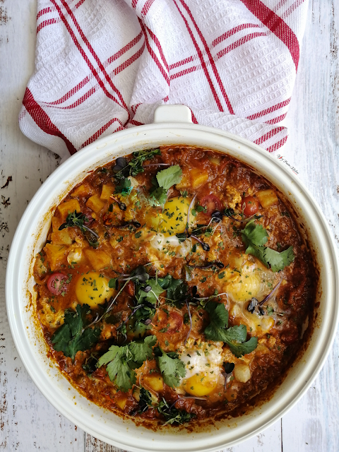 shakshuka, shakshuka recipe, brunch recipe, breakfast recipe, breakfast, brunch, eggs, tomato based, North African cuisine, Middle Eastern cuisine, spicy food, food, food blog, food blogger, food photography, potato, pinterest food, spicy fusion kitchen, botswana