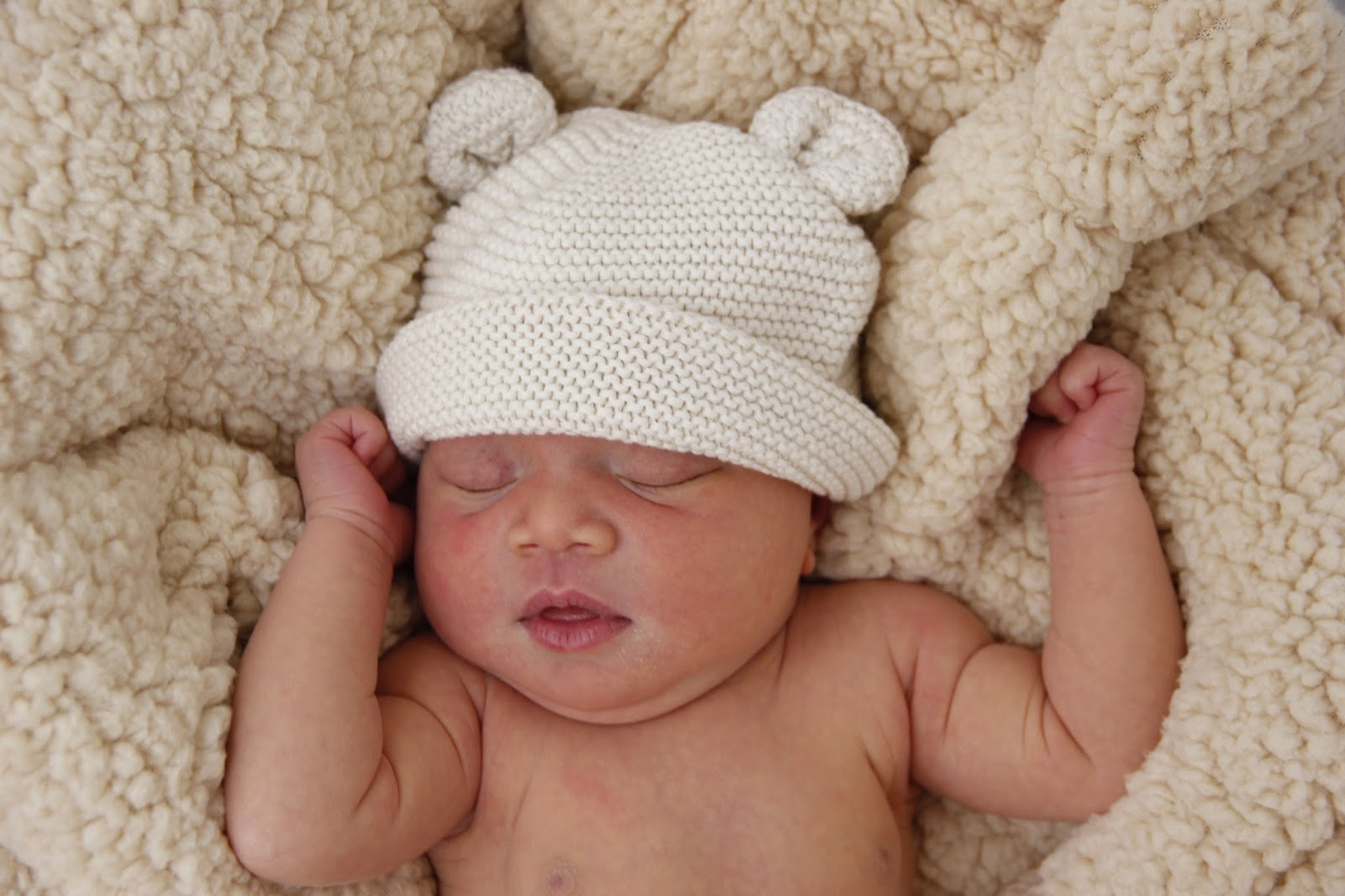Pinterest gave me the inspiration to take graes newborn pictures they came out great so i wanted to share a few they are unedited she was 4 days old