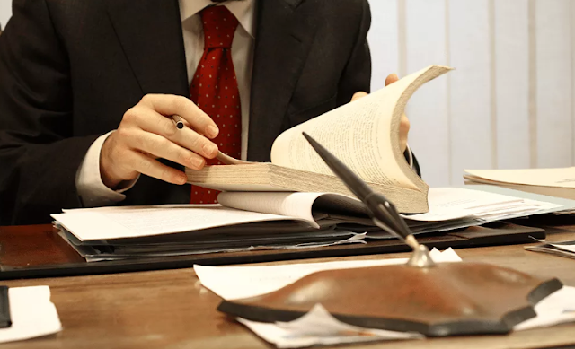 Notaris Ceroboh & Tidak Cermat Kerja Dihukum 1 Tahun