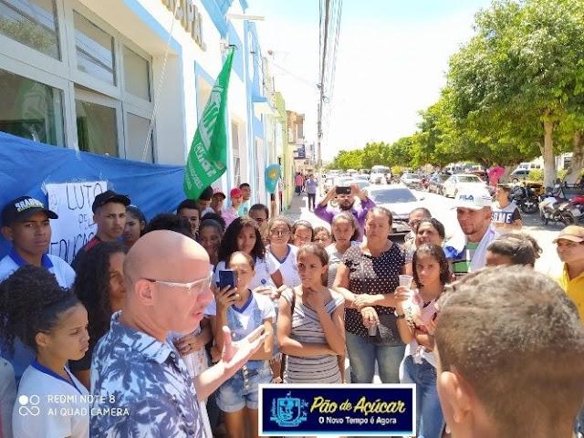 Após protestos de alunos  da rede estadual de ensino, transporte escolar poderá ser normalizado nesta quarta-feira, 11, informa a Prefeitura de Pão de Açúcar