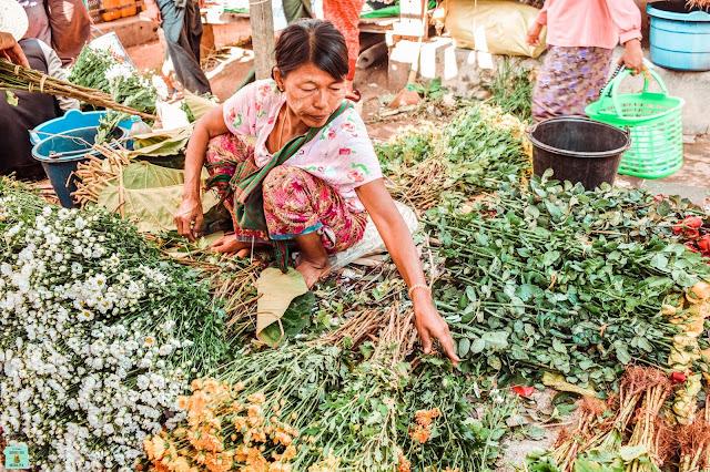 Mercado local en el lago Inle, Myanmar