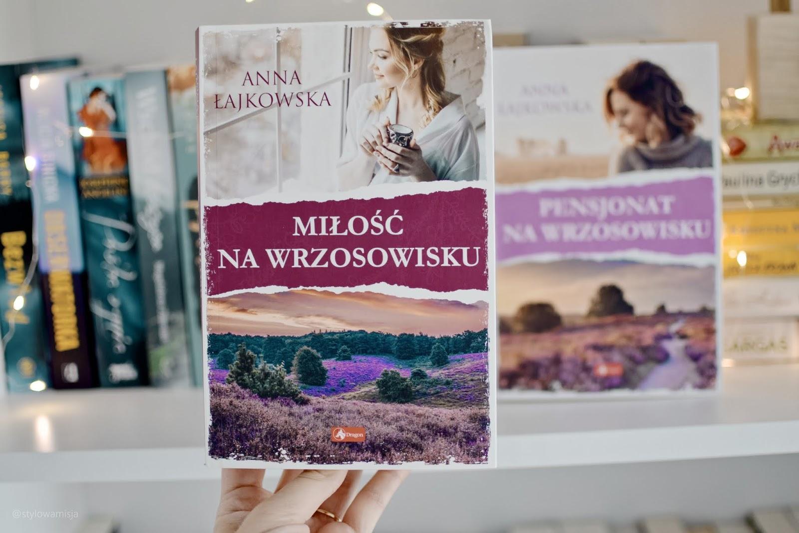 Wrzosowiska, PensjonatNaWrzosowisku, MiłośćNaWrzosowisku, AnnaŁajkowska, WydawnictwoDragon, romans, zdrada, Anglia, opowiadanie, recenzja,