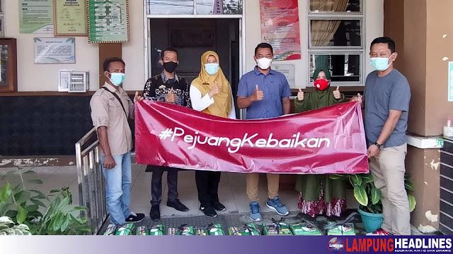 Komunitas Pemuda Pejuang Kebaikan, Bagikan Paket Makan Siang Sehat Bagi Nakes di Puskesmas Gisting