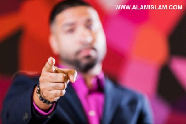 Ustadz Felix Siauw menyindir salafi wahabi yang mengaku sunnah dan suka membid'ahkan dan mengaku selain mereka adalah sesat.
