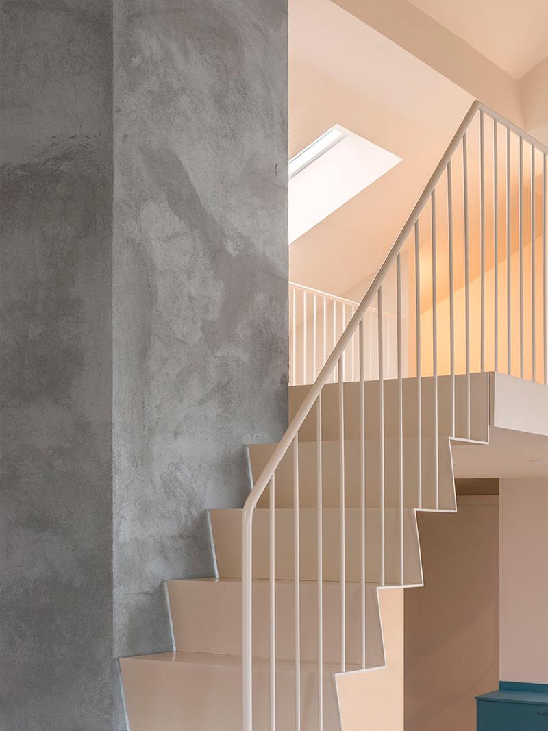 C mo a adir color a una vivienda hulahome blog de arquitectura e interiores - Como pintar una escalera interior ...