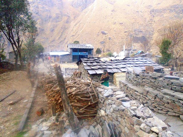 Manaslu trekking Village en route of Manaslu trekking