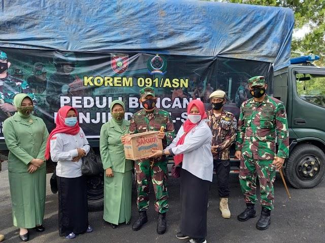 Danrem 091/ASN Pimpin Pelepasan Rombongan Bantuan Kemanusiaan ke Kalsel
