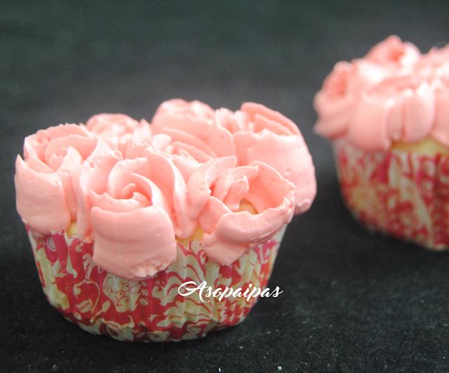 Cupcakes con flores de boquillas Rusas